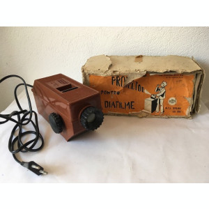 T - Proiector pentru diafilme Tehnometalica Arad Romania, 1984, functional