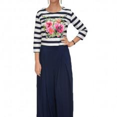 Costum trendy cu pantalon, culoare de bleumarin tip fusta