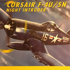 Machetă avion CORSAIR F-4U/5N. Night intruder (1:72) Neasamblat, kit complet!