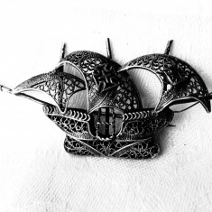 BROSA argint CORABIE cu PANZE cu CRUCE DE MALTA in filigran EXCEPTIONALA veche