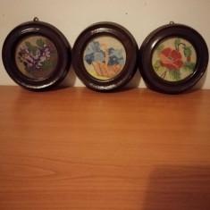 Lot 3x goblen miniatura, pas mic, rama lemn, sticla protectie diametru 12 cm