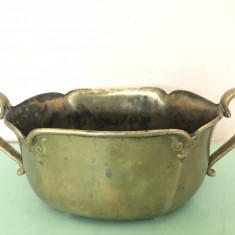Bomboniera veche englezeasca,din bronz masiv cu manere,marcata