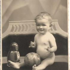 Fotografie copil cu jucarie studio evreiesc Cernauti poza veche interbelica