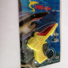Breloc Shark Gun cu lumini si 8 sunete