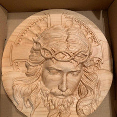 Medalion gravat din lemn