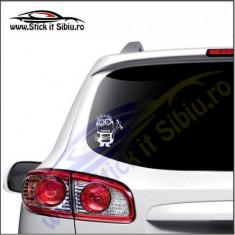Minion Seat-Stickere Auto-Cod:VIS-018-Dim.  15 cm. x 13.2 cm.
