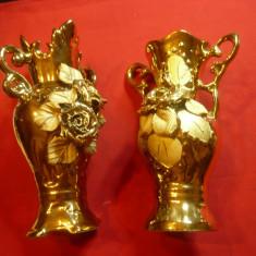 2 Vaze din portelan aurit cu decoratiuni florale ,H= 20cm si H=18cm