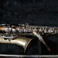 Saxofon folosit insa functioneaza impecabil
