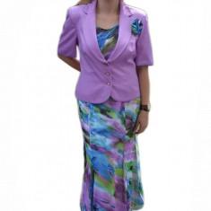 Costum elegant din voal, de culoare mov, fusta lunga si sacou