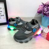 Cumpara ieftin Adidasi gri cu lumini LED si scai pt baieti fete 20 21 22 23 24