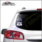 Minion Volkswagen Model 3  -Stickere Auto-Cod:VIS-069-Dim.  15 cm. x 9.8 cm.