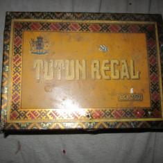 cutie tutun regal veche atentie are 2 intepaturi mici x42