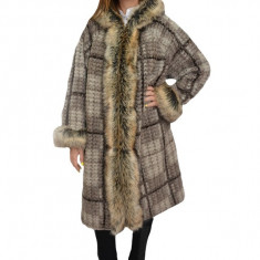 Jacheta din lana,nuanta bej cu maro ,cu captusala subtire,blanita bej