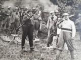 Fotografie  partida de  vanatoare  ,anii 1930-1940 ,dimensiuni 22 cm x 14 cm