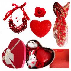 Pachet  cadou Valentine s Day set bijuterii, lampa dragostei, brosa  si esarfa