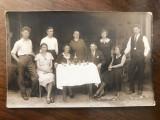 Fotografie interbelica de grup - reuniune cu ocazia unei petreceri