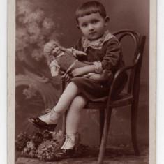 TINCA FETITA CU PAPUSA  SCAUN THONET 1931 TIP FOTO