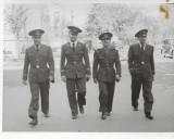 Fotografie ofiteri aviatie romani automobil epoca strada poza veche interbelica
