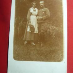 Fotografie- Militar austro-ungar cu decoratii pe piept si o sora medicala 1917