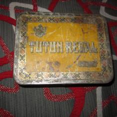 cutie de tutun regal fabricata la metaloglobus h1