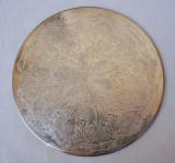 Suport argintat pentru vase calde gravat in stil victorian