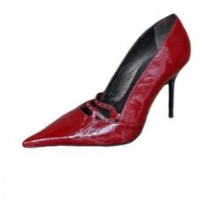 Pantof rosu, elegant, din piele naturala lucioasa, decupati simetric
