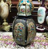 Cumpara ieftin Vaza din portelan chinezesc, cu capac, sec XX, motive florale