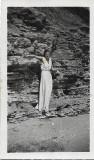 B140 Femeie tanara anii 1930 stanci