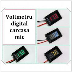 Voltmetru digital cu leduri albastre, mic, 3.2-30 V, 3 digit, 2 fire, carcasa