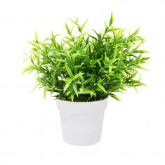 Planta Artificiala Decorativa H 24 cm cu frunze Ascutite verde deschis in ghiveci de plastic alb 8.5x9cm