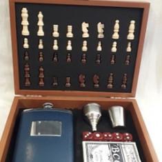 Set sah cadou in cutie de lemn cu accesorii pentru bautura