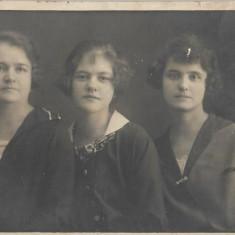Fotografie portret studio Elisabeta poza veche romaneasca