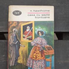 CASA CU SAPTE FRONTOANE - N. HAWTHORNE