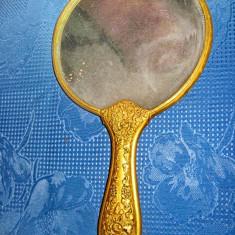 445A- Oglinda dama de mana veche din bronz gravata.Marime 24 cm, latime 14 cm.