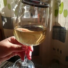 Vând vin alb calitate superioara 100%natural, productie proprie
