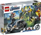 Cumpara ieftin LEGO Super Heroes, Atacul Razbunatorilor cu motociclete 76142