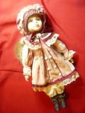 Papusa de Colectie-cap,maini ,picioare  portelan ,h=41cm, boneta ,suport metalic
