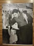Foto 18 x 23 cm, Aurel Vernescu cu copilul sau, foto Paul Romoșan, caiac canoe