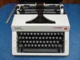 Masina de scris portabila Olympia Monica de luxe