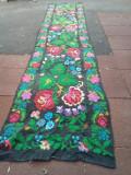 Carpeta, scoarță populară din lână viu colorată