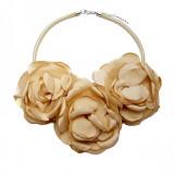 Colier hand-made 3 trandafiri,Tia Accesorii, crem auriu