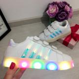 Adidasi albi cu lumini LED pantofi cu beculete - fete - baieti 30 31 32, Unisex, Din imagine