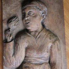 Fata cu floare ; Sculptura in lemn de Ioan H. Sarghie , sculptor din Bucovina
