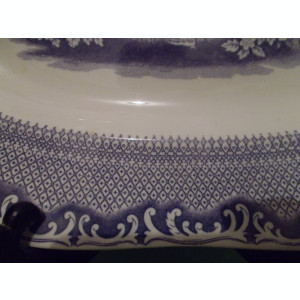 PLATOU din PORTELAN  de colectie RORSTRAND  nuanta lila JARDINS , incep.  sec XX