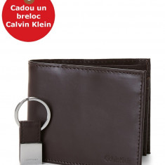 Set Portofel si Breloc Calvin Klein Two-Piece Black Leather Billfold Wallet & Key Fob Set, din piele, Maro