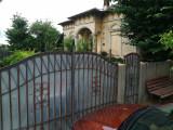 Teren intravilan ,casa+grajd