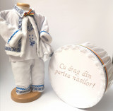 Cumpara ieftin Set Botez Traditional Raul 13 2 piese costumas traditional si cutie pentru botez Traditional