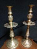 Set de 2 impozante sfeșnice din bronz masiv gravate integral manual