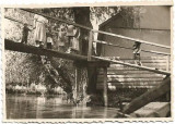 C691 Fotografie copii pe punte peste canal la Valcov 1939 Basarabia