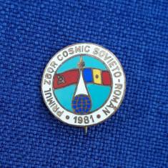 Insigna Primul zbor cosmic sovieto - roman - Aviatie - Cosmonautica